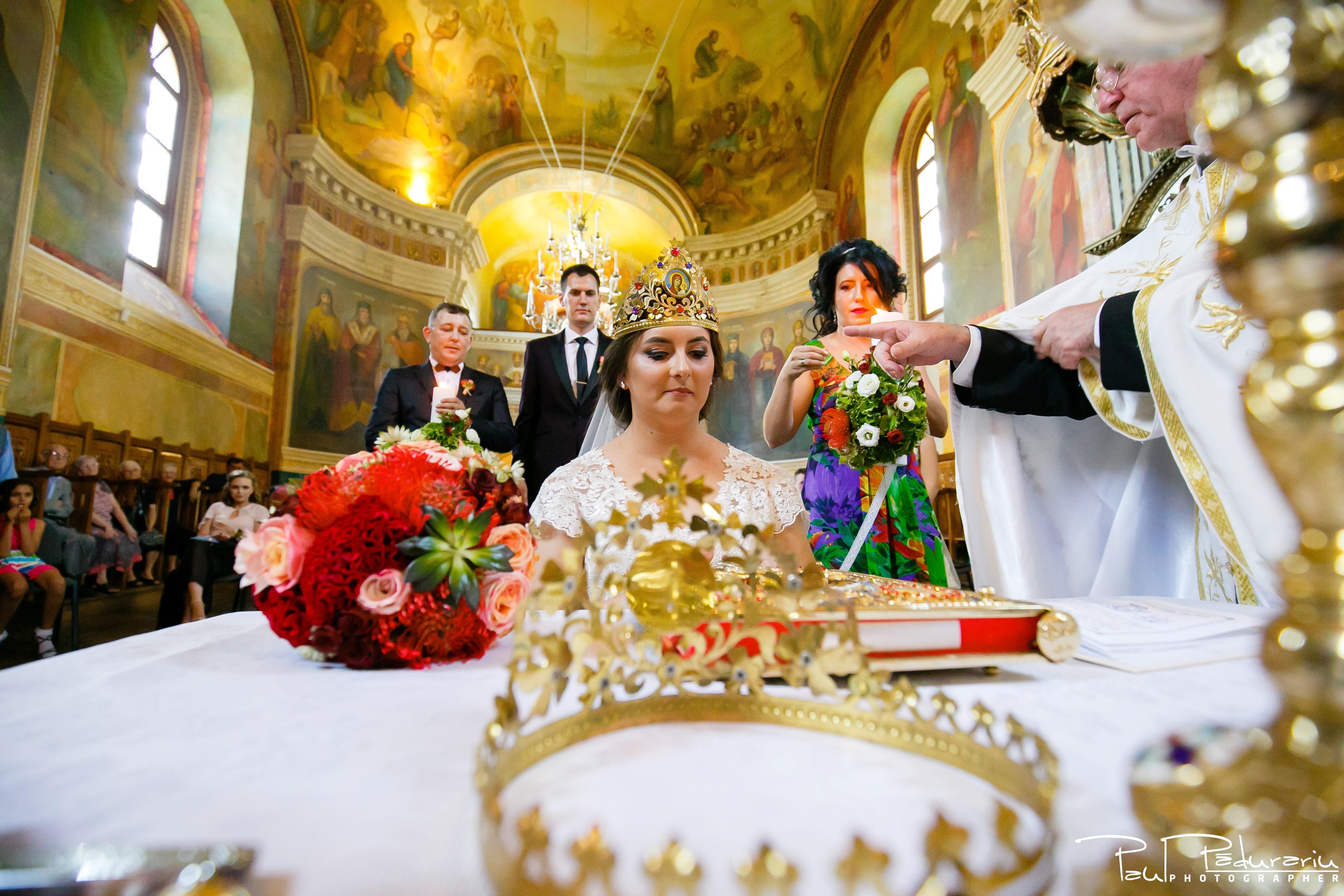 Cristina si Razvan nunta rustica la Bellaria Iasi cununia religioasa cununii miresa fotograf profesionist nunta www.paulpadurariu.ro © 2017 Paul Padurariu