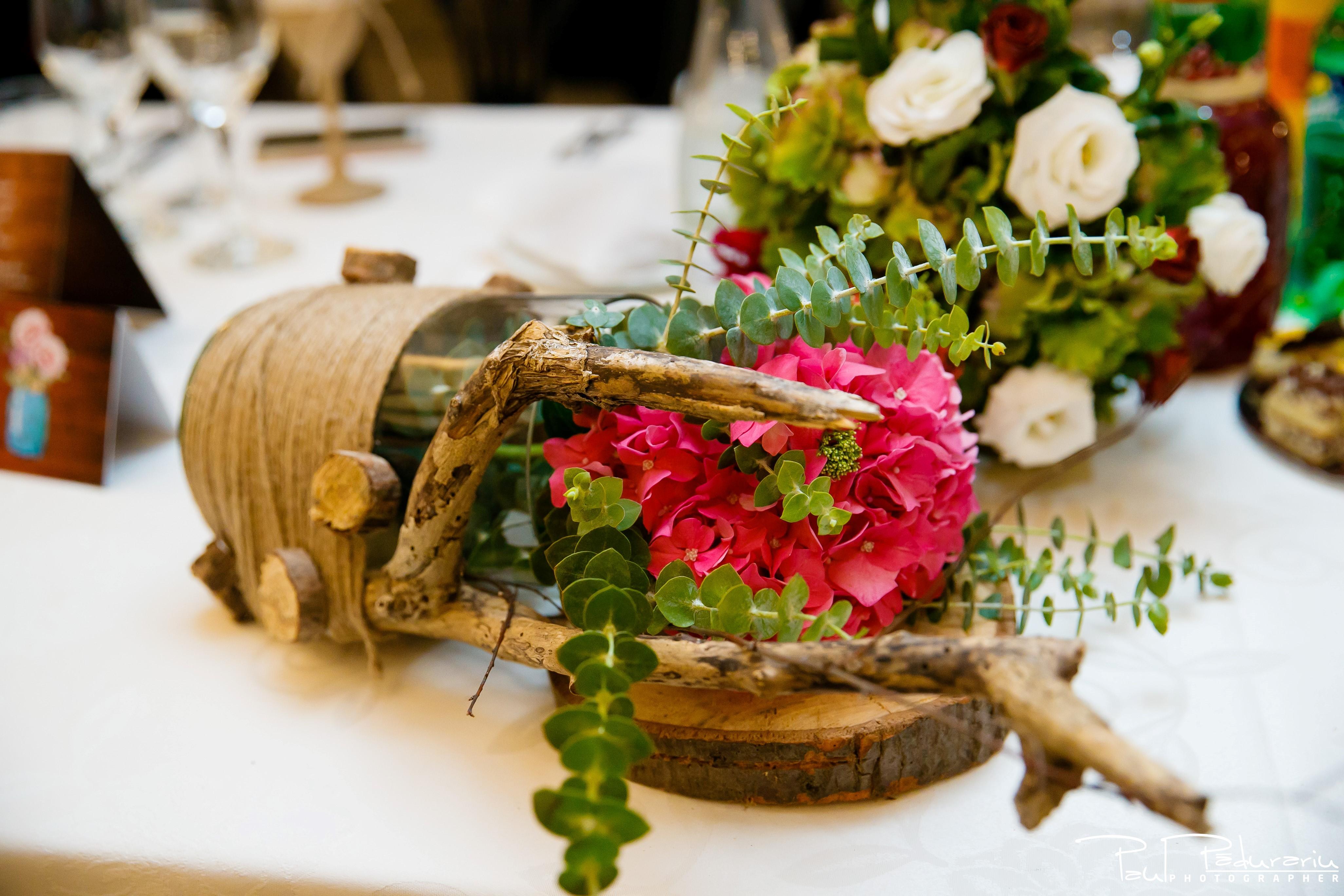 Cristina si Razvan nunta rustica la Bellaria Loja Domneasca decoratiuni Racemi Design fotograf profesionist nunta Iasi www.paulpadurariu.ro © 2017 Paul Padurariu