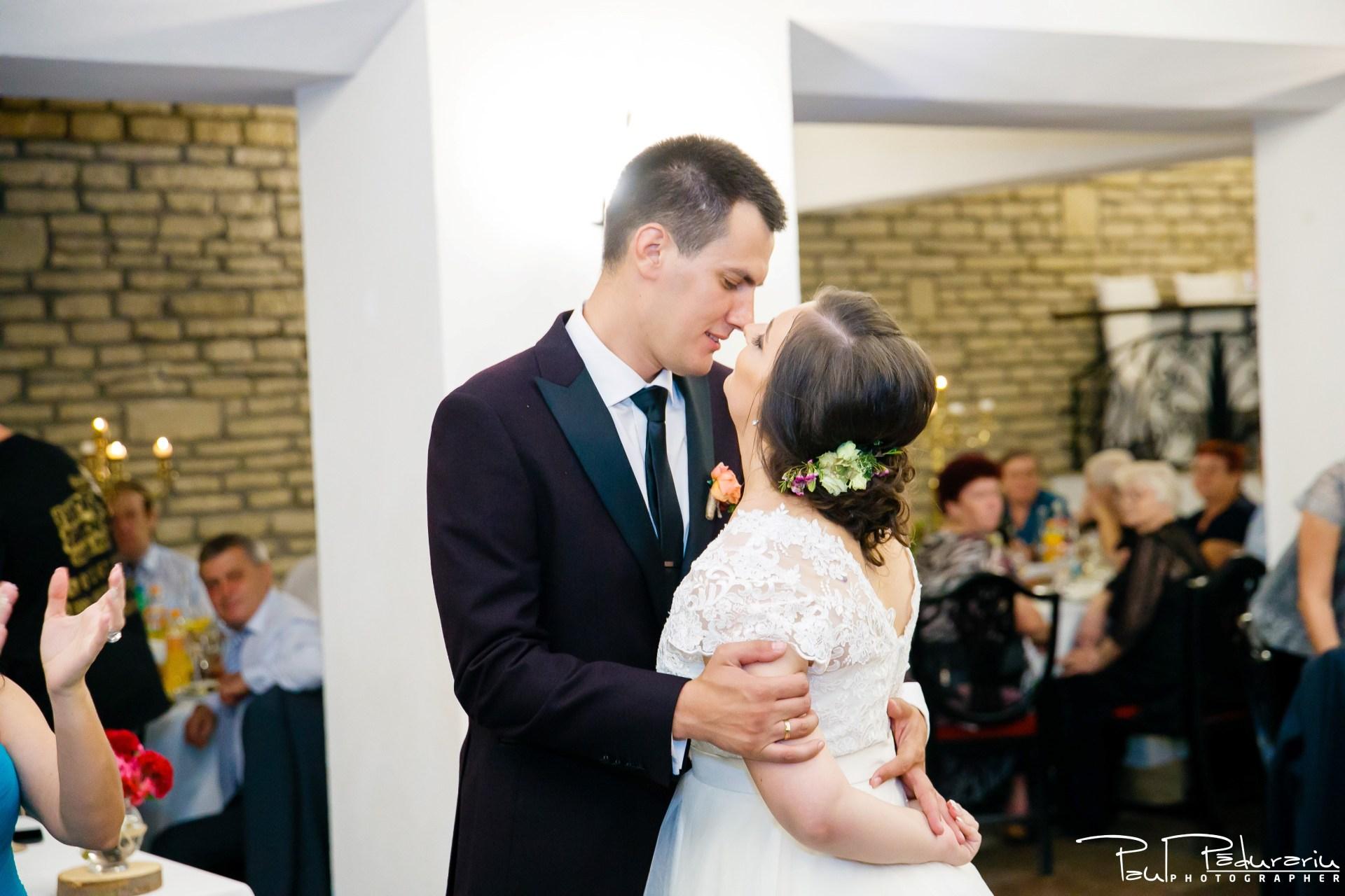 Cristina si Razvan nunta rustica la Bellaria Loja Domneasca petrecere nunta moment miri fotograf profesionist nunta Iasi www.paulpadurariu.ro © 2017 Paul Padurariu