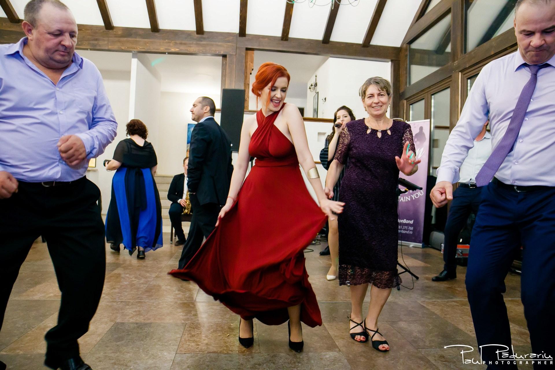 Cristina si Razvan nunta rustica la Bellaria Loja Domneasca dans invitati 2 fotograf profesionist nunta Iasi www.paulpadurariu.ro © 2017 Paul Padurariu