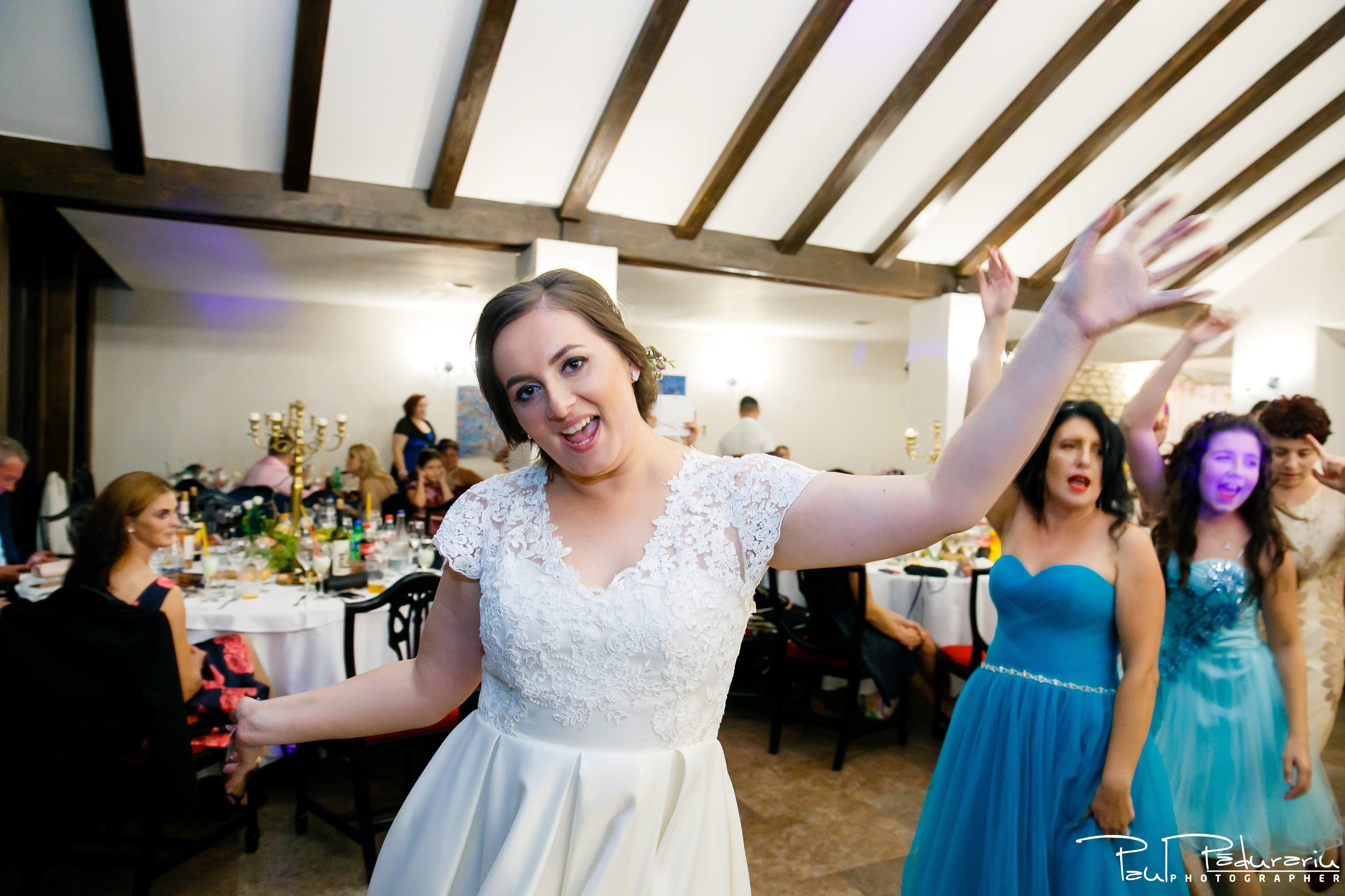 Cristina si Razvan nunta rustica la Bellaria Loja Domneasca petrecere nunta moment dans mireasa fotograf profesionist nunta Iasi www.paulpadurariu.ro © 2017 Paul Padurariu