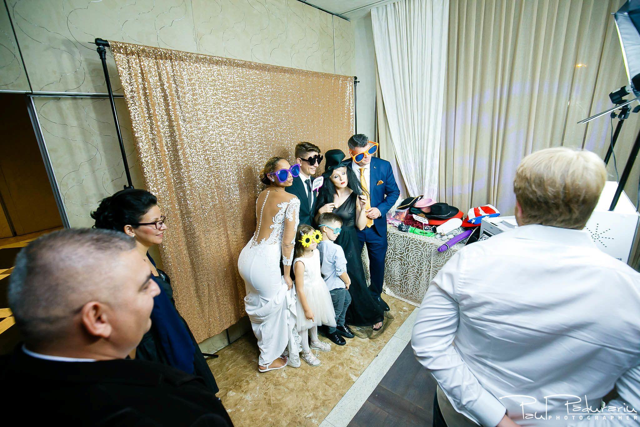 Andrei si Michaela petrecere miri nunta Congress Hall Iasi | fotograf nunta Iasi Paul Padurariu cabina foto fotoshock 2