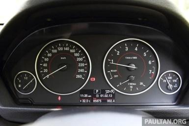 BMW320i01