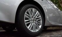 Lexus ES 250 and 300h 28