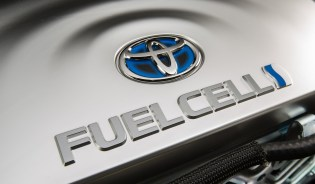 2016_Toyota_Fuel_Cell_Vehicle_016