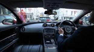 jaguar-land-rover-360-urban-virtual-ghost-car-3