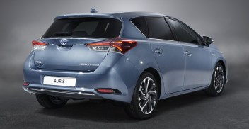 AURIS_STU_11_DPL_2015_3-4_REAR