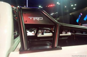 Toyota Hilux TRD Sport Offroad-05