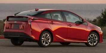 2016_Toyota_Prius_Four_Touring_04_332B31D01ECA4744258D3502A08D64EDB8BA6B29