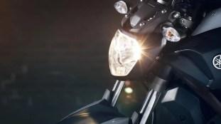 2016-Yamaha-MT-07-EU-Night-Fluo-Detail-004