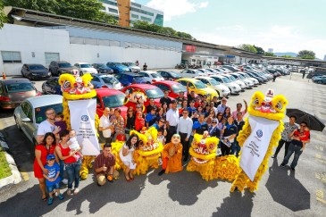 A group photos of the happy customers and representative from Volkswagen Malaysia and Wearnes Sg Besi