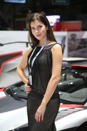 2016 Geneva Motor Show girls - 32