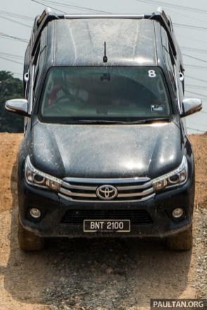 2016-Toyota-Hilux-61