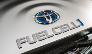 2016_Toyota_Fuel_Cell_Vehicle_016-e1431575180810