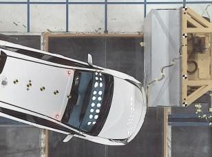 toyota-oblique-crash-test-prius-03