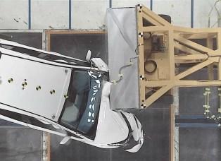 toyota-oblique-crash-test-prius-04
