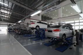 09 Well equipped service bays at Ban Chu Bee Honda 4S Centre