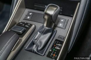 Lexus_IS_200t_FL_Int-11