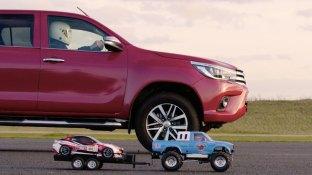 Toyota-Hilux-x-Tamiya-Bruiser-tow2
