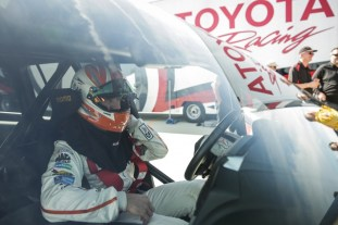 2017-Toyota-Land-Speed-Cruiser-1-850x567_BM