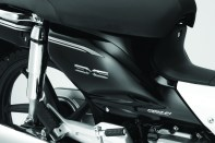 EX5-Emblem-only-in-Pearl-Magellanic-Black-850x567 BM
