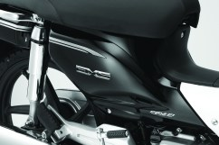 EX5 Emblem (only in Pearl Magellanic Black)