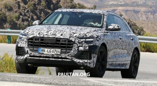 Audi Q8 spyshots with interior 5