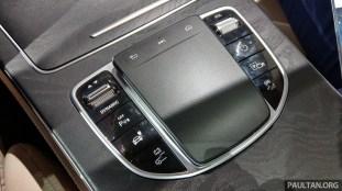 Mercedes-Benz F-Cell interior-3
