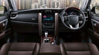 Fortuner 2.7SRZ 4x4 Instrument Panel