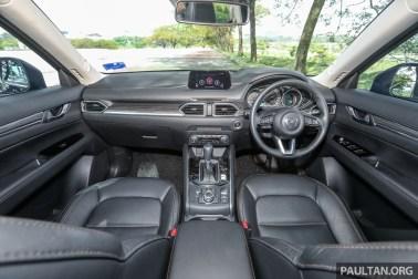 Mazda 2.5 GLS Skyactiv-G 2WD_Int-1