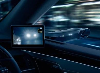 Lexus-Digital-Outer-Mirror-10-850x621_BM