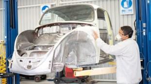 volkswagen-restores-kathleen-brooks-1967-beetle-1-37_BM