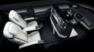 Lexus LM 6_BM