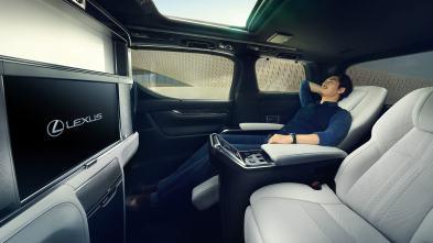 Lexus LM 7