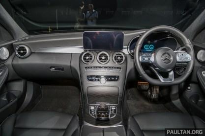 Mercedes_Benz_C300e_Int-2