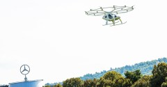 Exklusiv vor dem Mercedes-Benz Museum in Stuttgart: Erster erfolgreicher urbaner Flug des Volocopter in Europa.Stuttgart sees first urban flight of Volocopter in Europe