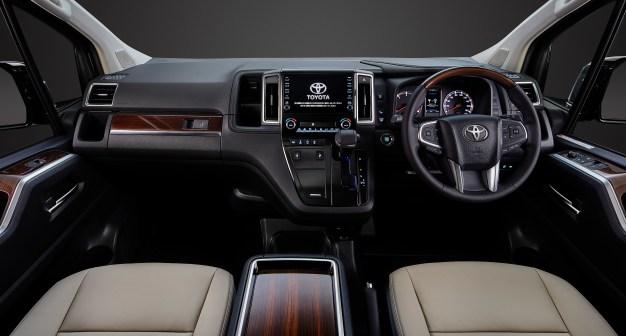 2019-Toyota-GranAce-4 BM
