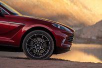 Aston Martin DBX_25