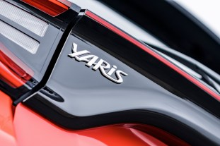 2020 Toyota Yaris Hybrid details-16