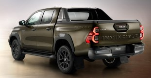 2020 Toyota Hilux facelift-21