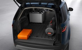2021 Land Rover Discovery_COMMERCIAL_101020_05-BM