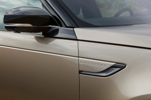 2021 Land Rover Discovery_DETAIL_101120_03-BM