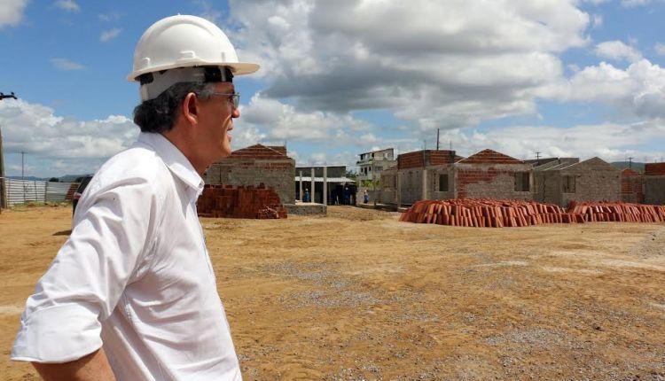 Ricardo assina ordem de serviço para construção da adutora TransParaíba