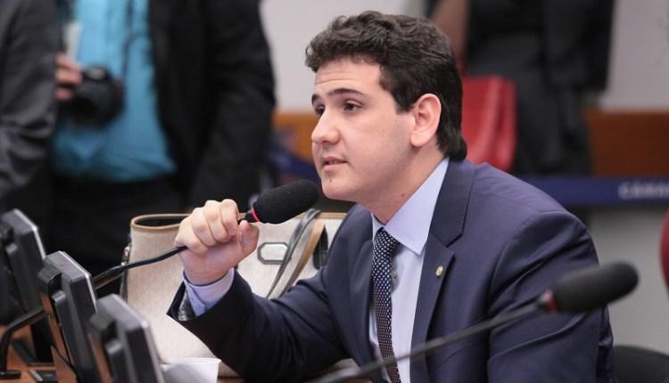 ASSISTA: deputado cobra esclarecimentos de ministro e da Petrobras sobre aumento do preço de combustíveis