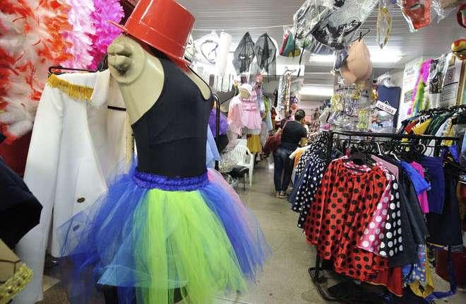 Procon-JP encontra diferença de mais de R$ 100 nos preços de fantasia de Carnaval