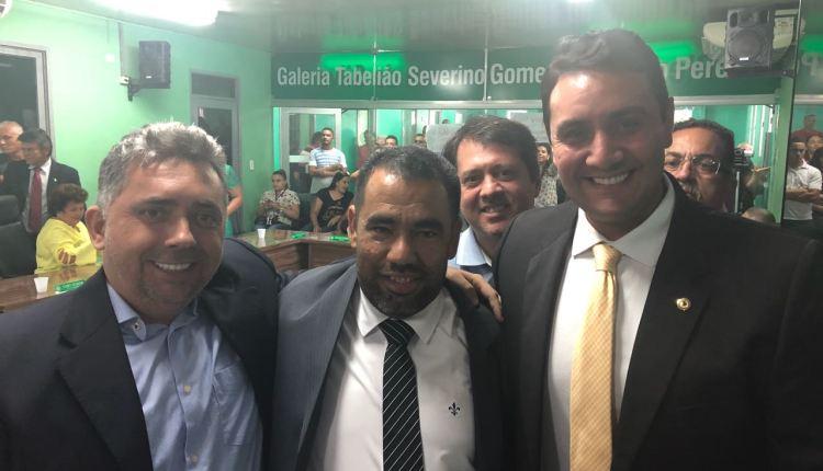 Depois de sentar na cadeira de prefeito, Noquinha já anuncia apoio à reeleição de Jullys Roberto