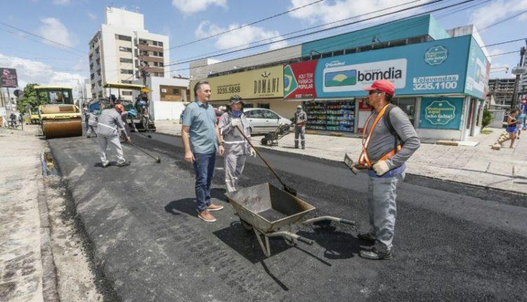 Prefeito vistoria trabalhos do Ação Asfalto e acompanha Ação de Cidadania