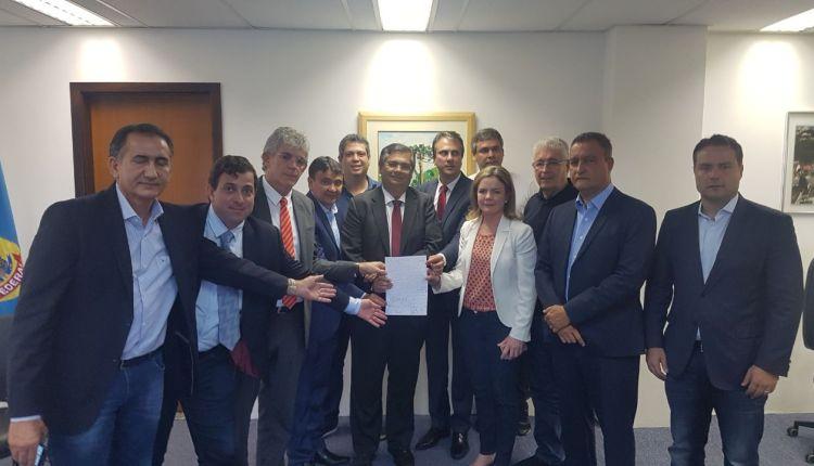 Barrados na porta da PF para visitar Lula, governadores deixam carta para ex-presidente preso