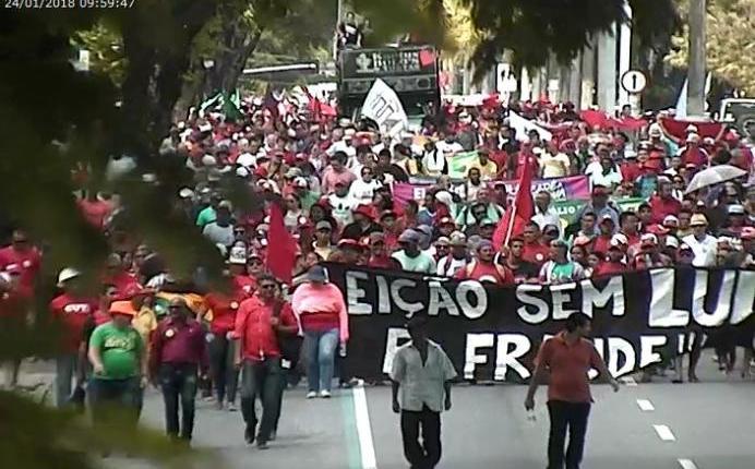 Manhã na Capital têm manifestações e protestos contra prisão de Lula e a reforma trabalhista