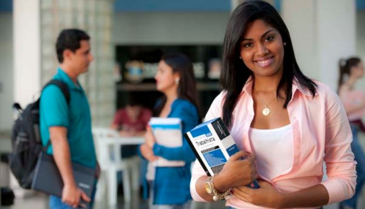 Programa Bolsa Universitária beneficia 987 estudantes em João Pessoa